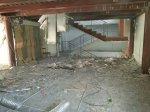 демонтаж подвесных потолоков, снесение быстровозводимых перегородок, демонтаж полового покрытия.