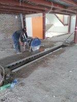 распиловка перекрытия второго этажа на сегменты по 1м квадрат, для получения доступа к несущим конструкциям, подлежащим последующему демонтажу.
