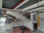 Начало процесса демонтажа, демонтированны профильные трубы по периметру здания, демонтирован подвесной потолок, снесены быстровозводимые перегородки.