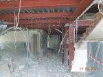 демонтирован подвесной потолок, снесены быстровозводимые перегородки.