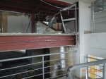 демонтированны профильные трубы по периметру здания, демонтирован подвесной потолок, снесены быстровозводимые перегородки .